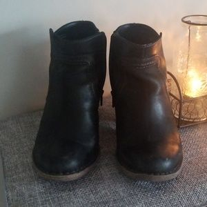 """*Clark's Black Leather 2.5"""" Ankle Boots"""